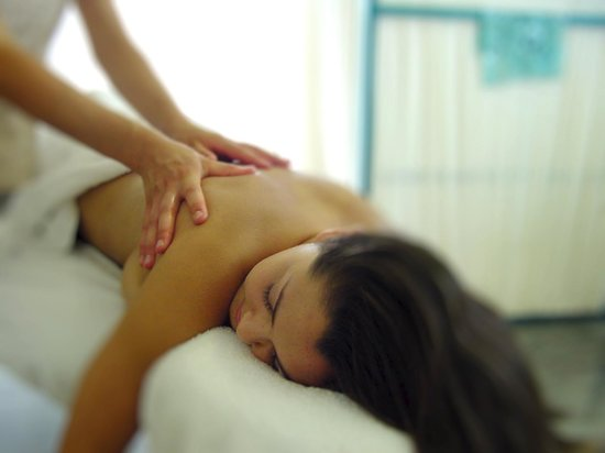 Living Valley Springs Health Retreat: Relax with a massage