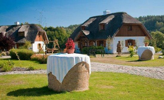 Osada Karbówko: TThe thatched cottage.