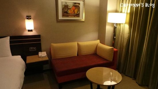 Sol Hotel: 雙人房沙發