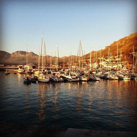 Berg en Zee Guest House: The harbour sunset, just a 3 minute walk from Berg en Zee.
