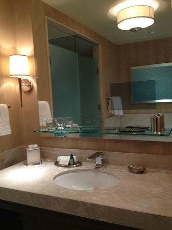 Four Seasons Baltimore: Would have liked 2 sinks, not 1