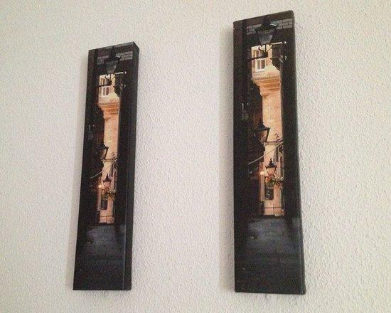 Ibis Edinburgh Centre Royal Mile: Square art