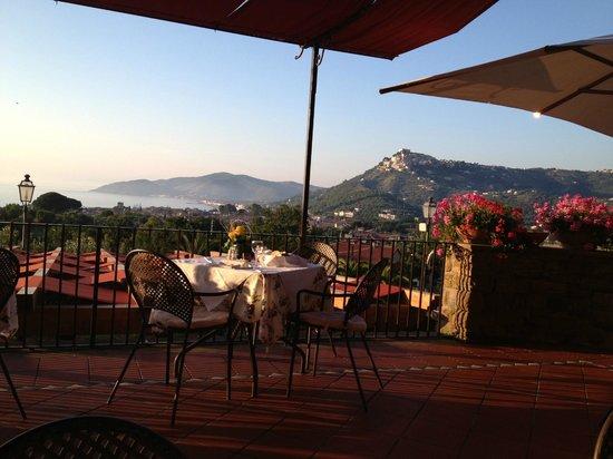 Hotel Hermitage Castellabate: Dinner auf der Terasse