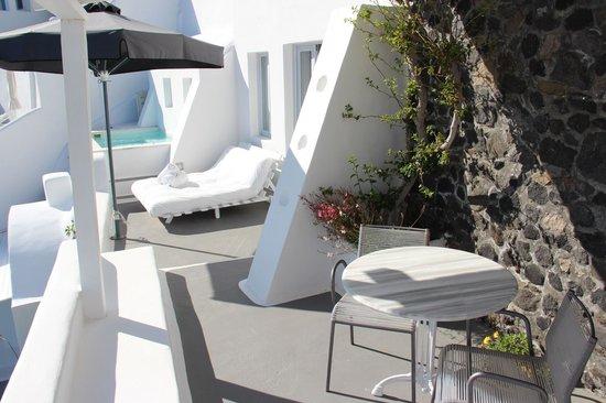 Katikies Hotel: Katikies Suite - terrace area