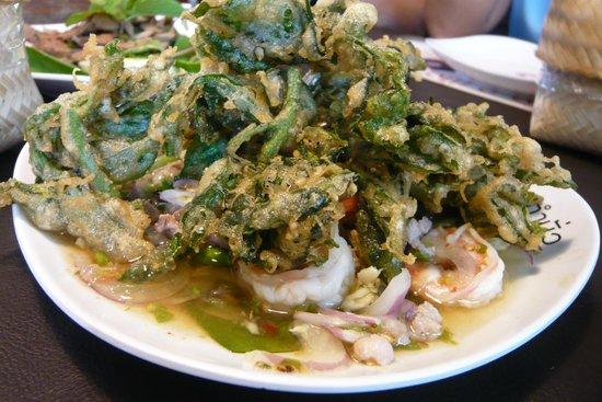 Tum Mua': ยำผักหวาน ทอดกรอบ กุ้งสด