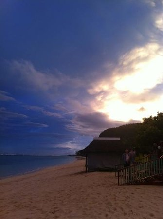 Anita's Beach Bungalows: sunset at lalomanu from Anita's beach fales