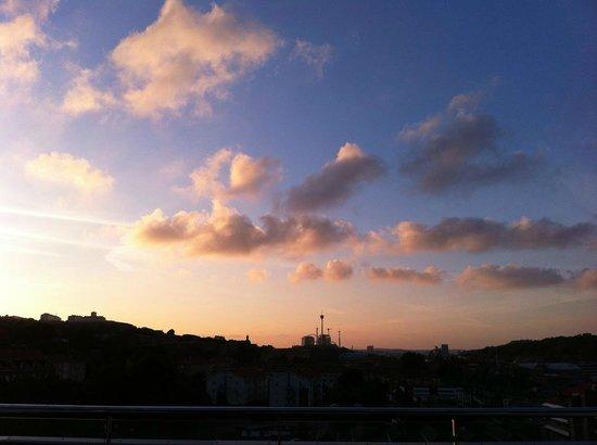 BEST WESTERN PLUS Hotel Mektagonen: Vy över Liseberg från den gigantiska balkongen