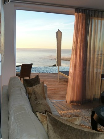 Atlanticview Cape Town Boutique Hotel: Living room, balcony and pool