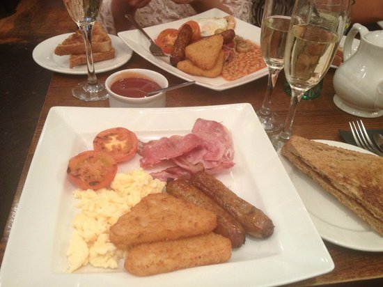 Duttons: Champagne breakfast