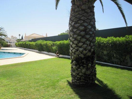 Joinal Villas Apartments: The gardens
