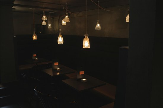 Candeur Dessert & Cocktail Bar: Candeur lights downstairs