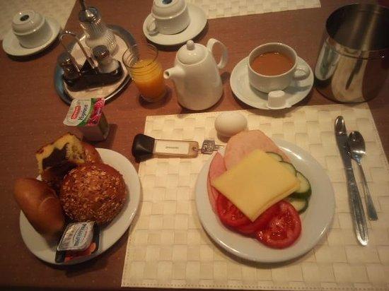 Münchener Hof Hotel: 朝食