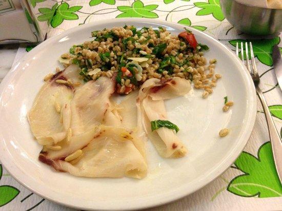 Samambaia : Sottile di pesce spada e insalata di farro.