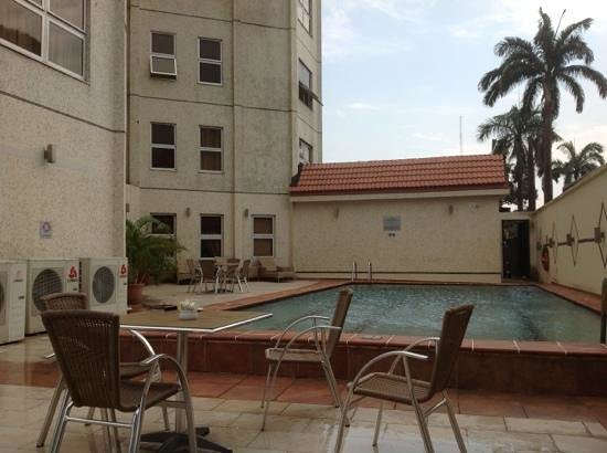 Westwood Hotel Ikoyi: view over the pool