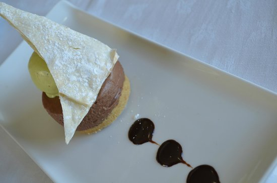 Ash Grill Restaurant: Chocolate and Lime Cheesecake with Pistachio Ice Cream