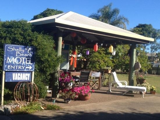 Shelly Beach Motel: Camp kitchen full of character and a great place for breakfast