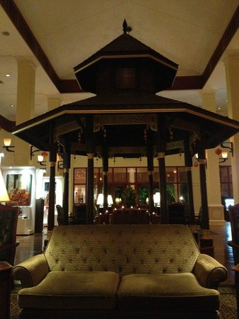 Sofitel Angkor Phokeethra Golf and Spa Resort: Lobby