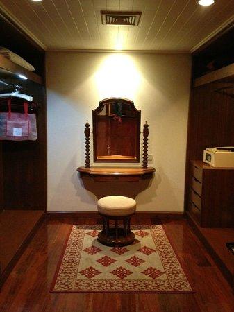 Sofitel Angkor Phokeethra Golf and Spa Resort: Closet