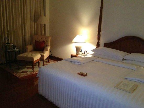 Sofitel Angkor Phokeethra Golf and Spa Resort: Bedroom