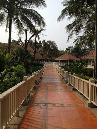 Sofitel Angkor Phokeethra Golf and Spa Resort: On the way to the lobby
