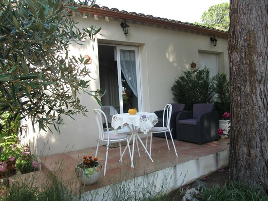 La Villa de l'Olivier: Our own outside space