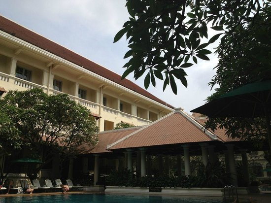 Raffles Hotel Le Royal: View from the pool