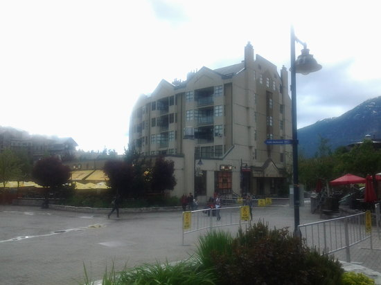 The Listel Hotel Whistler: Whistler town square