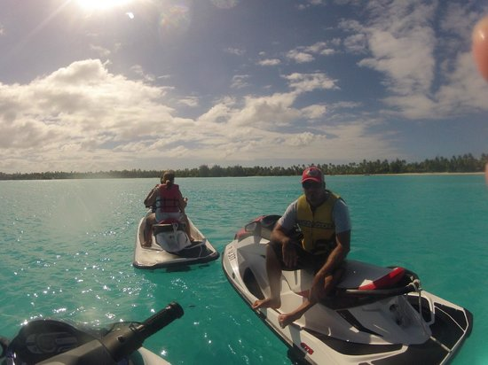 Moana Adventure Tours: Turquois water all around druing the jet ski experience