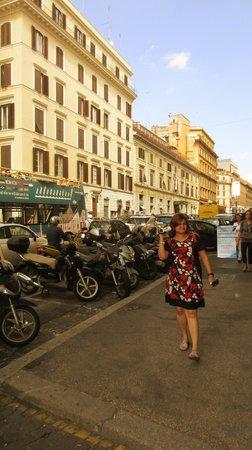 Bettoja Massimo D'Azeglio Hotel: Hotel street...