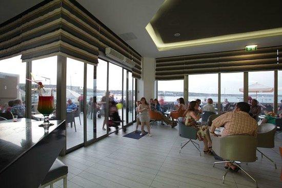 db Seabank Resort + Spa : Il Punent Bar at Seabank, Malta