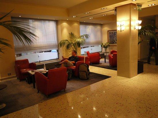 Palace Bonvecchiati: Comfy lobby