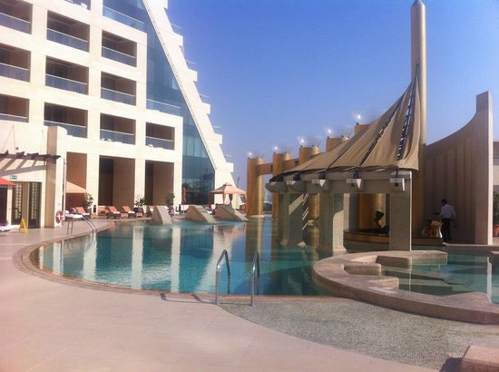 Raffles Dubai: Pool