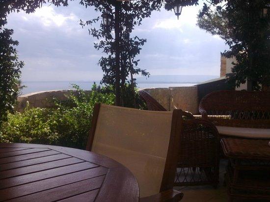 B&B terrazza sul plemmirio: La terrazza dove si fa colazione
