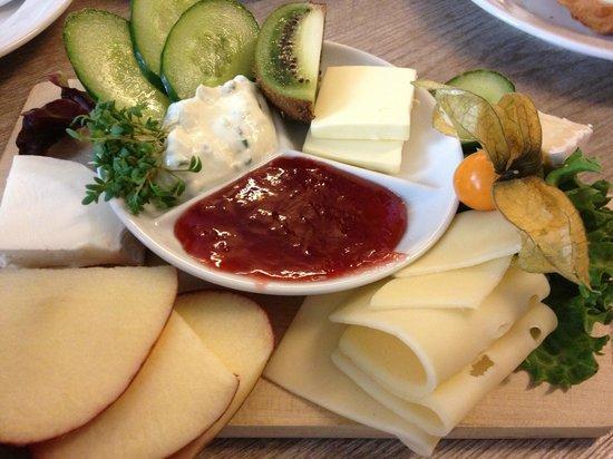 Restaurant Alpenstueck: Breakfast board