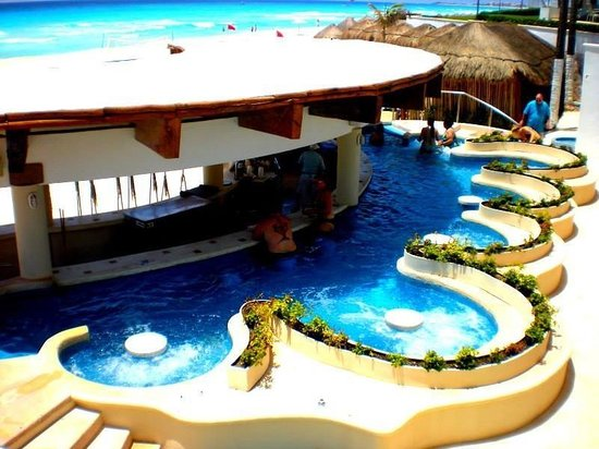 Omni Cancun Resort & Villas: Swim up bar
