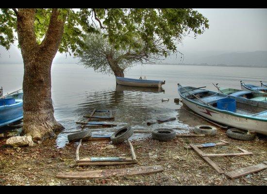Бурса, Турция: gölyazı'nın meşhur balıkçı tekneleri