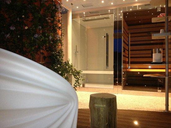 Bagno di vapore concept happy sauna wellness today
