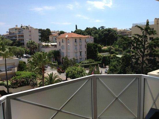 AC Hotel by Marriott Ambassadeur Antibes- Juan les Pins : zicht terras 1