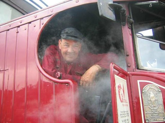 Whitby Steam Bus: By gum,t'is Ower 40 degrees in ere!