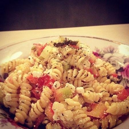 Pane e Souvlaki: cold pasta salad with feta chunks