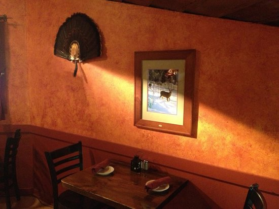 Mad River Grill: inside decor