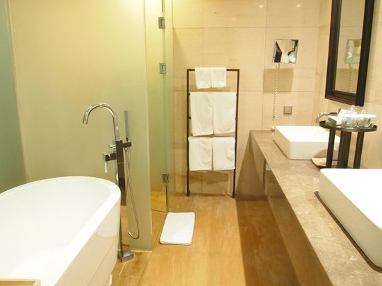 Baume Couture Boutique Hotel: bath room