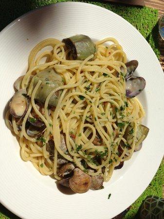 Osteria Balsamico: Spaghettis aux vongoles et artichauts