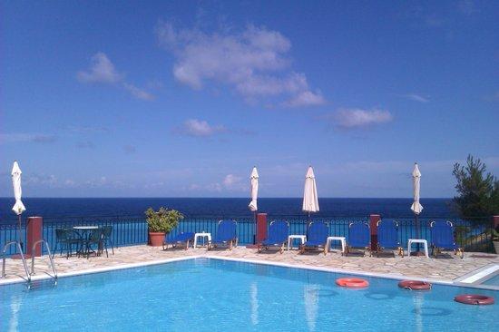 Hotel Sirios Kathisma: Pool area
