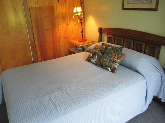 Grand Lake Resort: bed