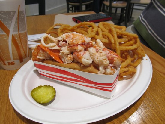 Moody, ME: Lobster roll