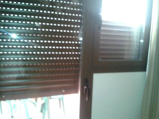 Apartamentos turisticos Casas de los Reyes : We were charged 250 euros for these claimed broken blinds!