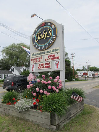 Jake's Seafood : Sign by the highway
