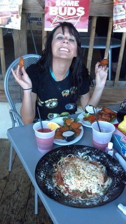 Hog Heaven Sports Bar & Grill : The Best Food and Service in Islamorada! Huge portions! Super fast and friendly staff. A MUST vi