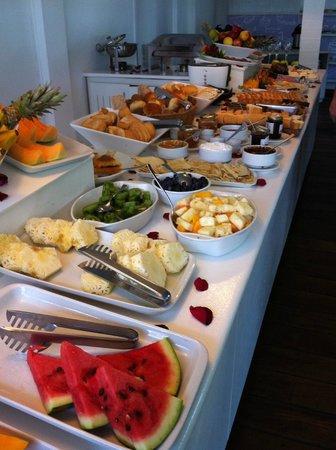 Serena Hotel Boutique Buzios: Café da manhã farto, com variedade e muito gostoso